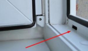 Drenazhnoe otverstie metalloplastikovogo okna